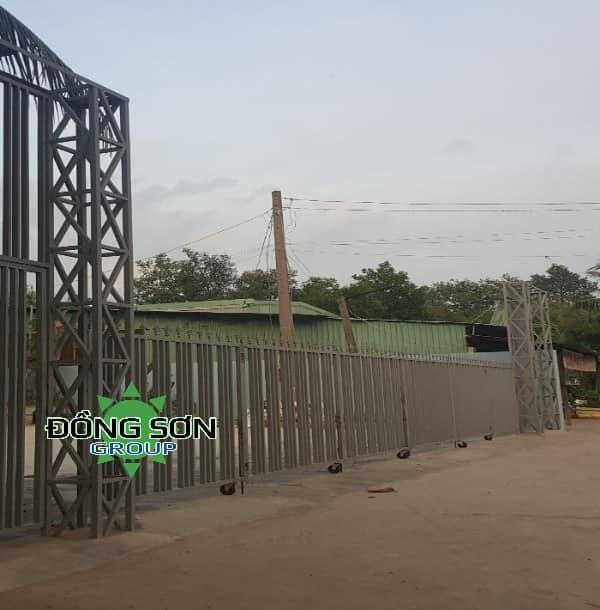Làm cổng sắt xếp quận 9 TPHCM.
